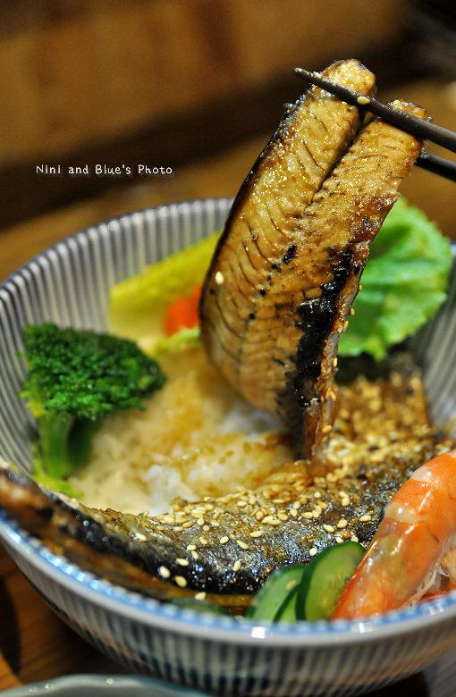 秋刀鬥肥牛丼飯13